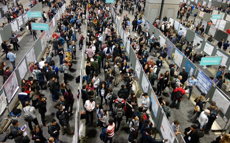 Some of the 28,000 scientists at the 2018 Fall Meeting of the American Geophysical Union in Washington, D.C. Photo by Ned Rozell.